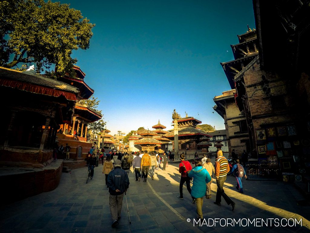 Gemessen an der Anzahl der Tauben (die schwarzen Flecken auf den Dächern) nimmt es Kathmandu locker mit Venedig auf.