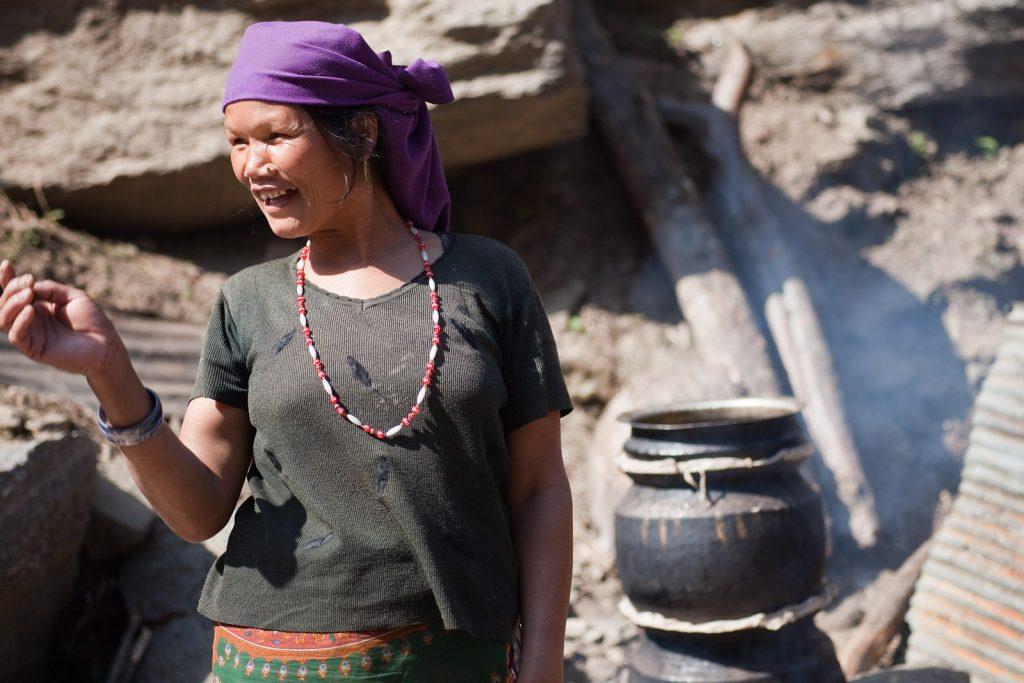 Der traditionelle Raksi wird in Nepal in großen Tonkrügen destilliert. (Foto: Greg Willis)